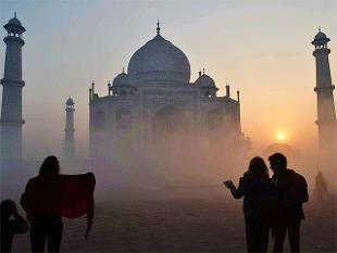 air-pollution-discolouring-taj-mahal-finds-study